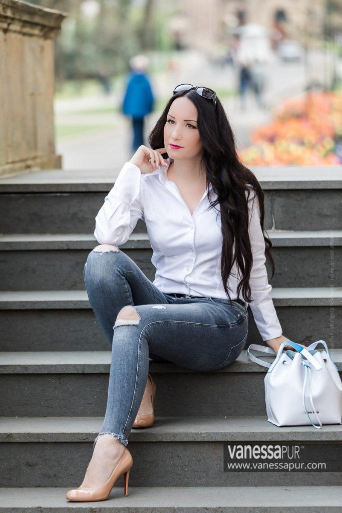 VANESSA PUR - YouTube Channel - Patreon Girl - Instagram - Feminine elegant fashion looks always with high heels