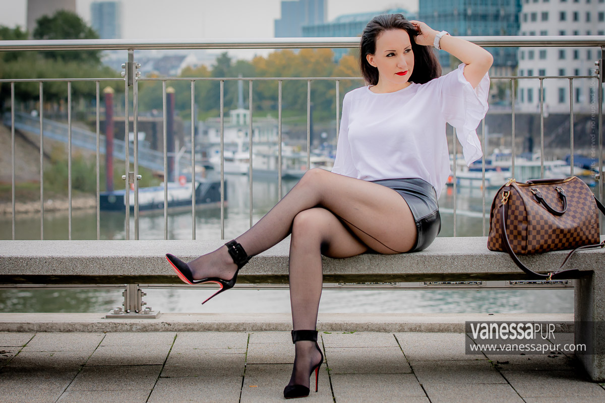 VANESSA PUR - YouTube Channel - Patreon Girl - Instagram - Feminine elegant fashion looks always with high heels