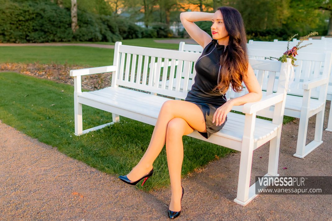 Long legs in sheer pantyhose and leather skirt - Summer outfit
